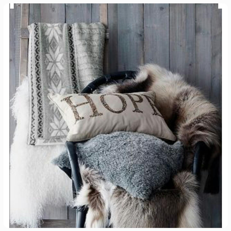 Julmysigt: Pynta med fårskinn