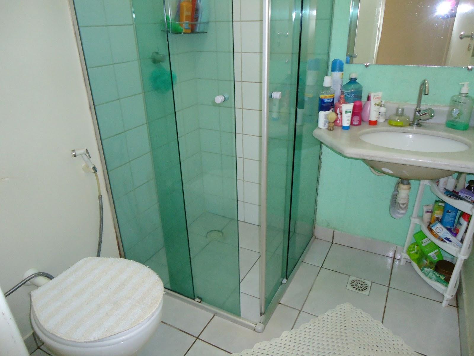 Realizando a Reforma O Antes e o depois de um pequeno banheiro -> Reformar Banheiro Pequeno Pouco Dinheiro