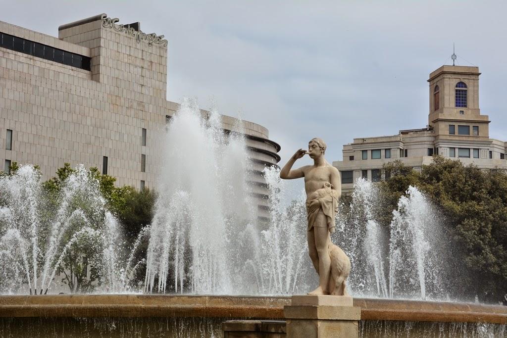 Plaza Catalunya Barcelona fountains