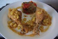 Jamoncitos de pollo del corral con pisto y salsa de manzana