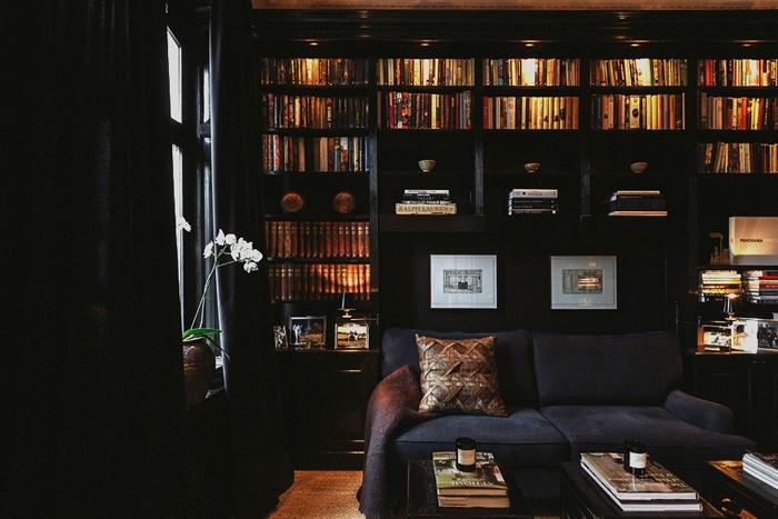 ideas decoracion-salon negro oscuro y chic  -dark living room