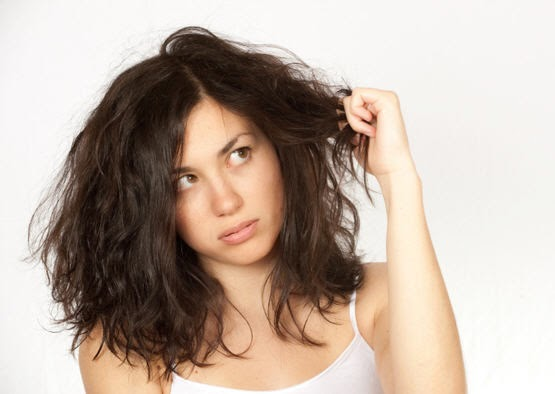 10 Tips Perawatan Rambut Kering