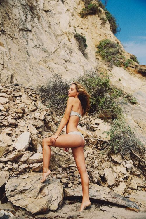 Linda modelo Alexis Ren fotografada por Bryant Eslava