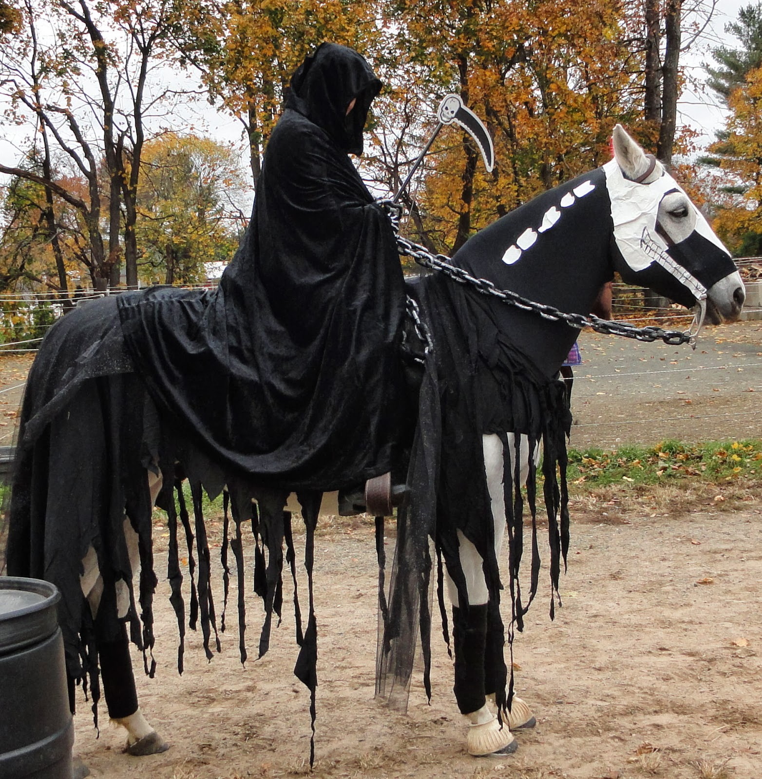 this year i decided to go with the headless horseman from the classic sleepy hollow since there is a brand new tv series on entitled sleepy hollow - Sleepy Hollow Halloween Costumes