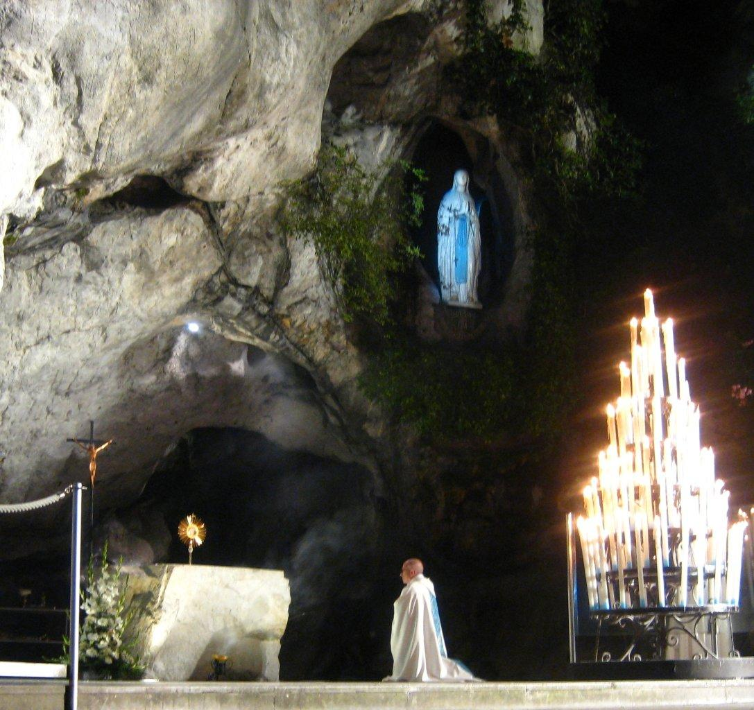 A la Grotte de Lourdes