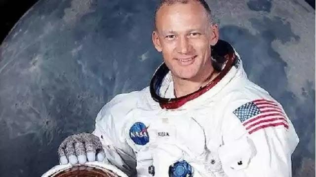 Πολλοί Αμερικανοί Αστροναύτες Ισχυρίστηκαν ότι είδαν UFO αλλά Φιμώθηκαν με Εκβιασμούς !!!
