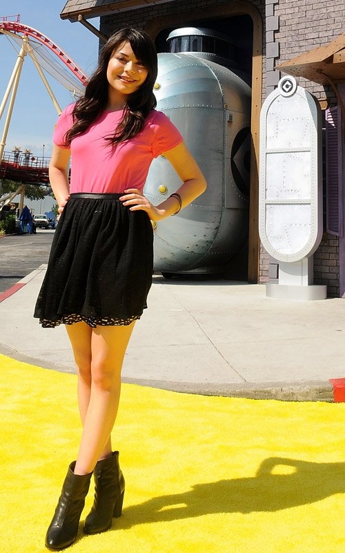 Miranda Cosgrove Celebrates Opening of 'Despicable Me' Minion Mayhem » Gossip/Miranda Cosgrove