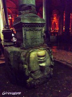 Cisterna Basilica testa Medusa Istanbul
