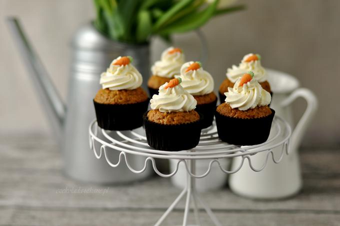 patera druciana, babeczki marchewkowe, najlepsze, przepis na, cupcakes, czarne papilotki