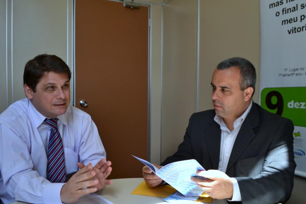 O coordenador do Núcleo de Ações de Prevenção da CGU da CGU Marcelo Ambrózio e o presidente da Câmara, Maurício Lopes (à direita).