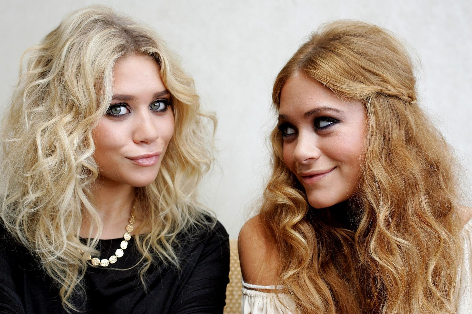 http://4.bp.blogspot.com/-xlnb61KPSUc/TvOyToVdiYI/AAAAAAAADA4/AXFwGyoXavo/s1600/mary-kate_and_ashley_olsen_-_paul_miller_photo_shoot__3_122_1181lo.jpg