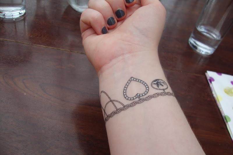 charm bracelet tattoo lily allen showed off her charm bracelet tattoo title=