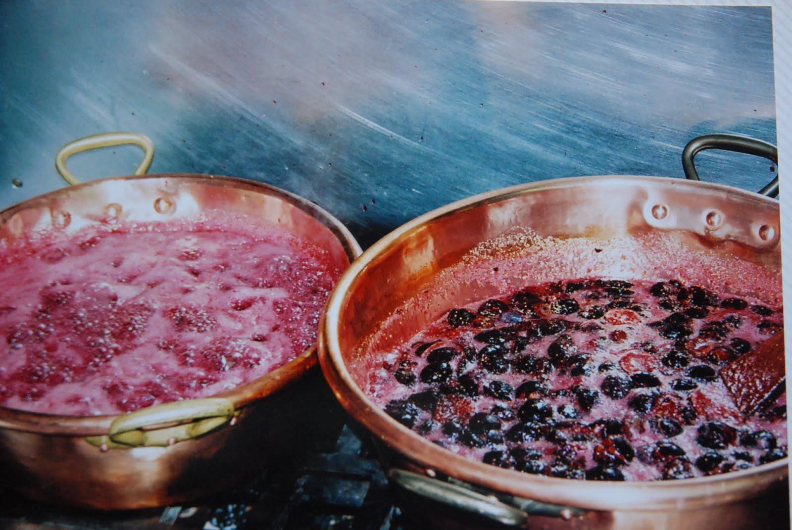 cuisson dans des bassines en cuivre