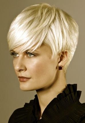 pelo corto rubio en se llevan los rubios glamorosos y femeninos los cortes cortos y las intensas dorados platinados o bronce