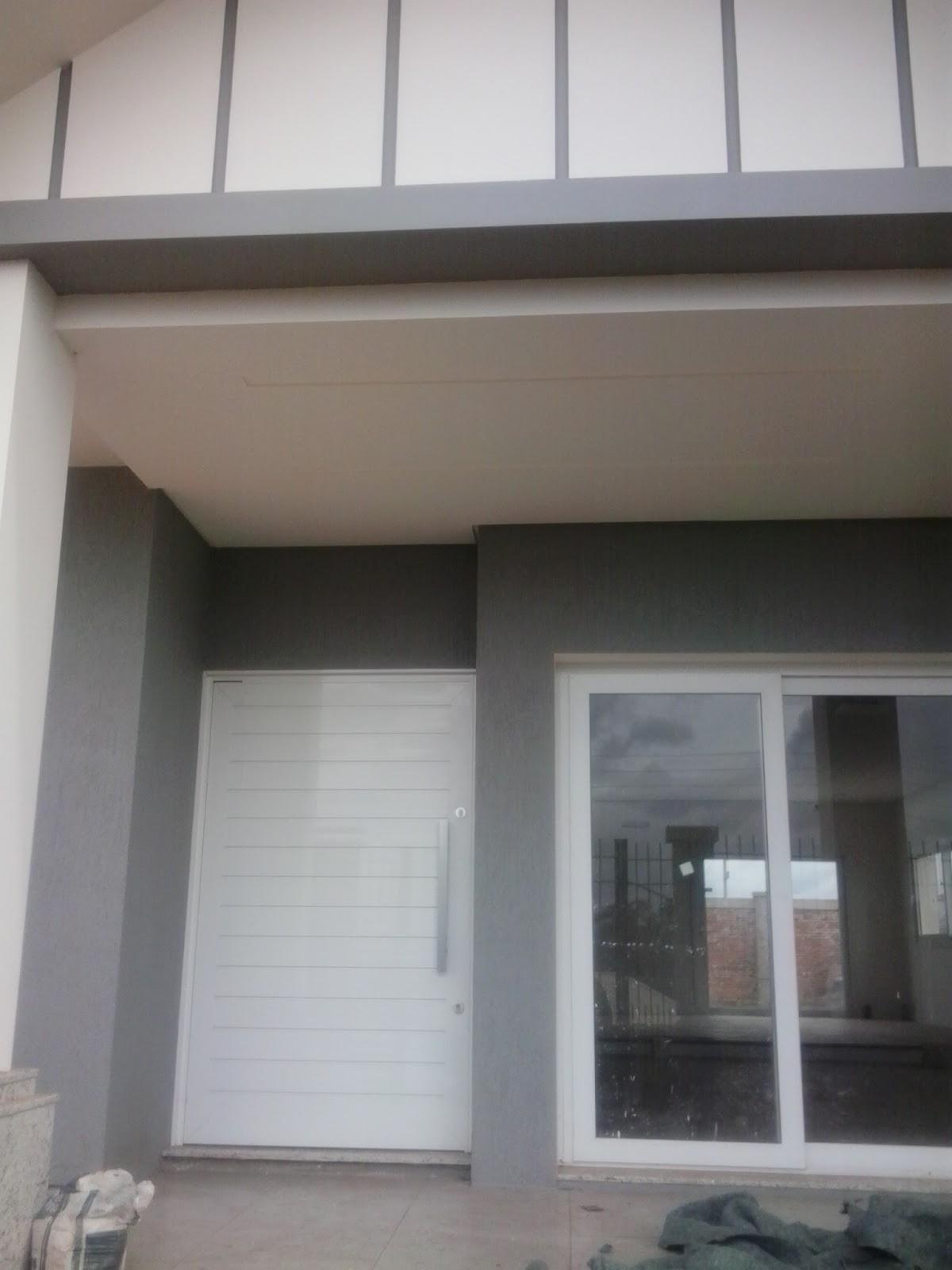 #635A4F Ferrum Esquadrias: Portão contra peso e porta com lambri duplo de  4414 Janela Aluminio Maxim Ar Serie 25