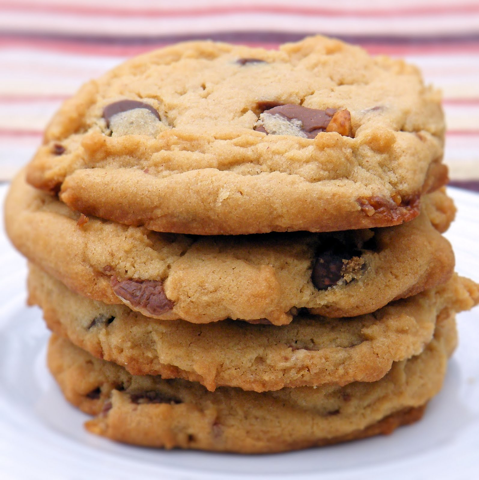 Vittles and Bits: Peanut Butter Chocolate Chip Snickers Cookies