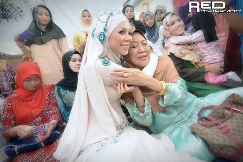 Gambar Selamat Akad Nikah Hani Nur Zara - Anak Julie Dahlan Semasa Majlis Pernikahan