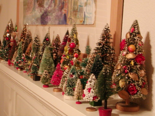 Deck the holiday 39 s vintage christmas decorations and trees for Small christmas decorations