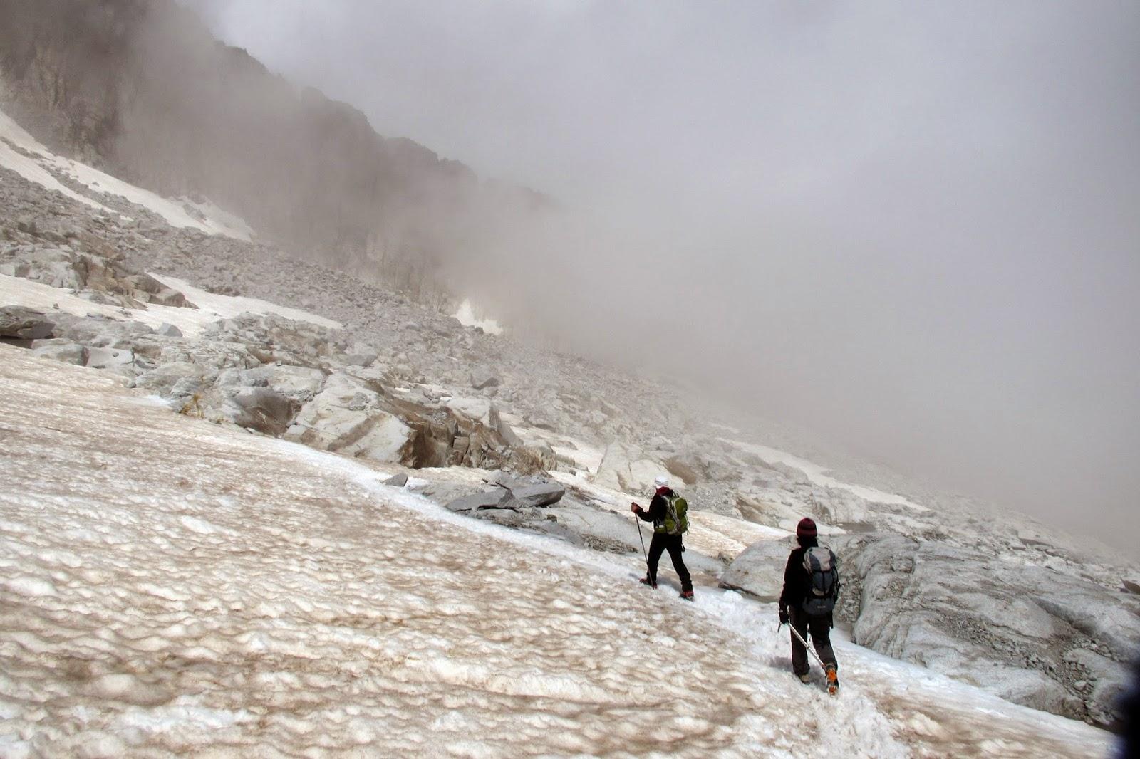 Glaciar del Aneto con niebla