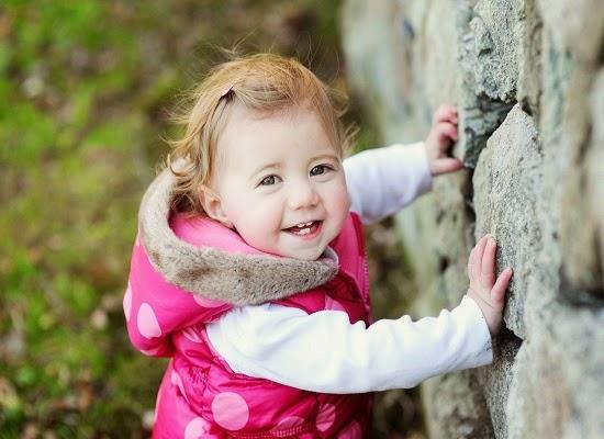 Une Image d'un bébé fille