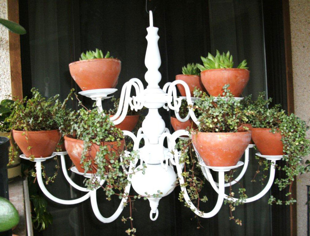 The rainforest garden plant chandelier and other ideas for Pot mural exterieur