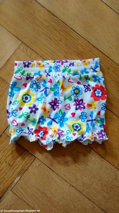 Was trägt ein Baby im Sommer Runzelfuesschen