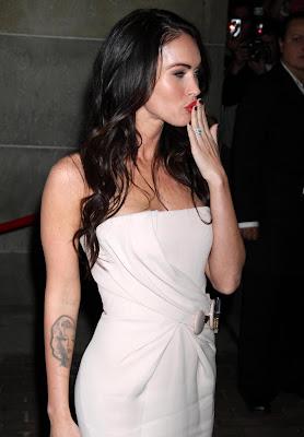 megan fox tattoo, hottie girl megan fox, hot tattoo for girl, celebrity tattoo design, tattoo trend, new tattoo trend design, tattoo inspiration, tattoo trends, tattoo trend.