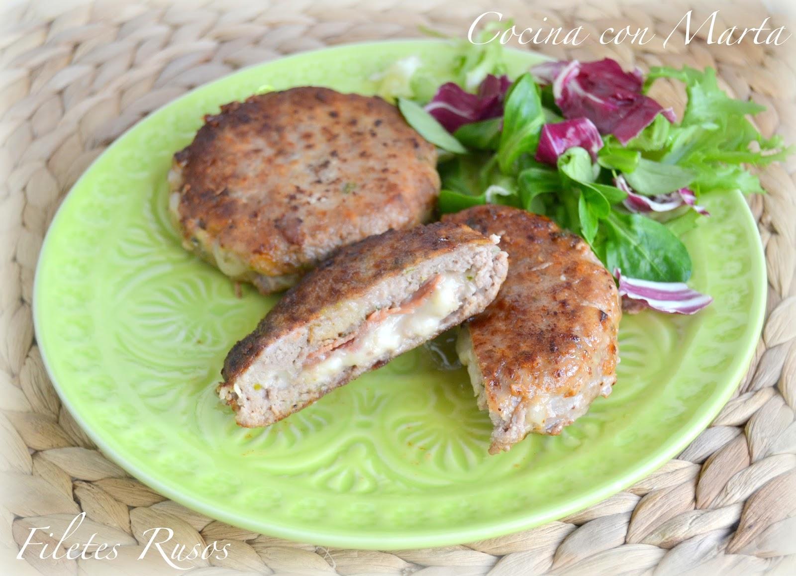 Filetes rusos hechos con carne picada, jamón y queso.