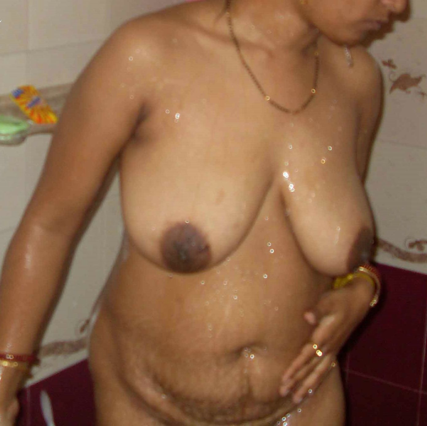 Indian Nude Aunty Bathing