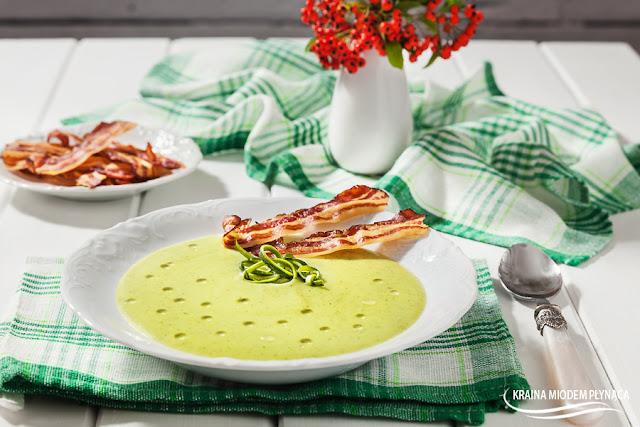zupa krem z cukinii, zupa cukiniowa, zupa ziemniaczana z cukinią, zielona zupa, dania z cukinią, dania z ziemniakami, tanie danie, kraina miodem płynąca