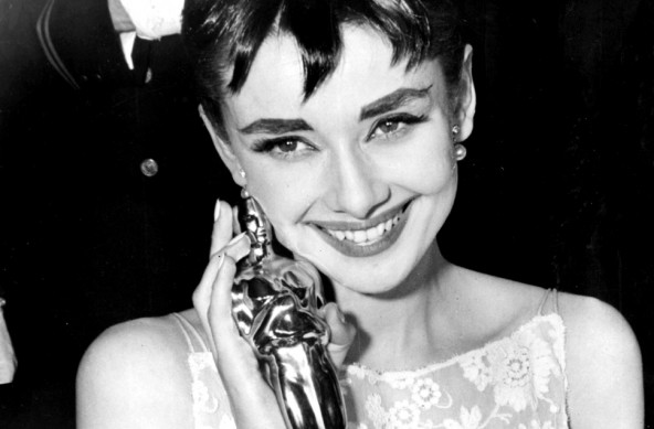 Audrey Hepburn wins for Best actress - Oscar 1954Audrey Hepburn Fashion Icon