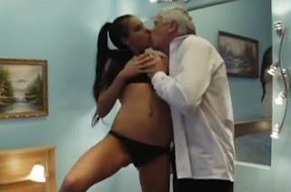 Phim sex loạn luân ông và cháu (Porn Euro 18+)