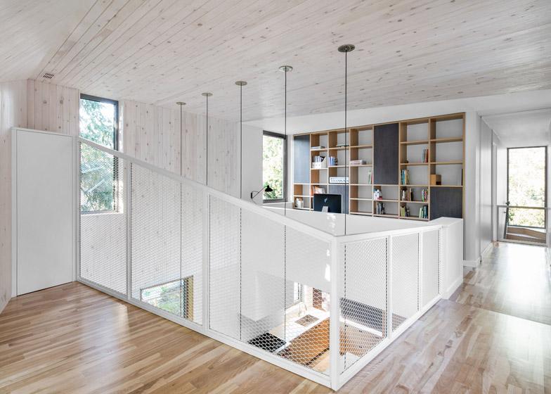 Estensione di una casa con mattoni rossi e lamiera by for Piani a pianta aperta