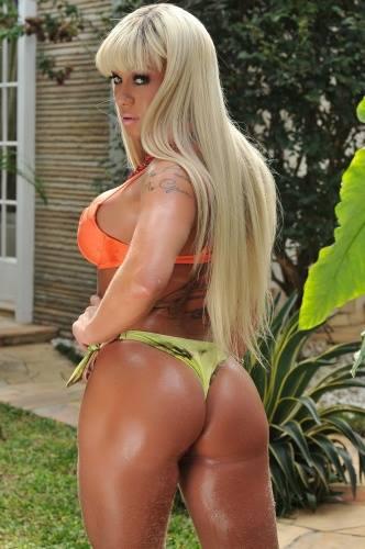 Renata Pinheiro, a Miss Bumbum Rondônia fez um ensaio sensual moda praia e pede votos para a sua campanha.  Dona de um corpo torneado e um bumbum de 105 cm, a beldade vem forte na briga pelo título de bumbum mais bonito no Brasil