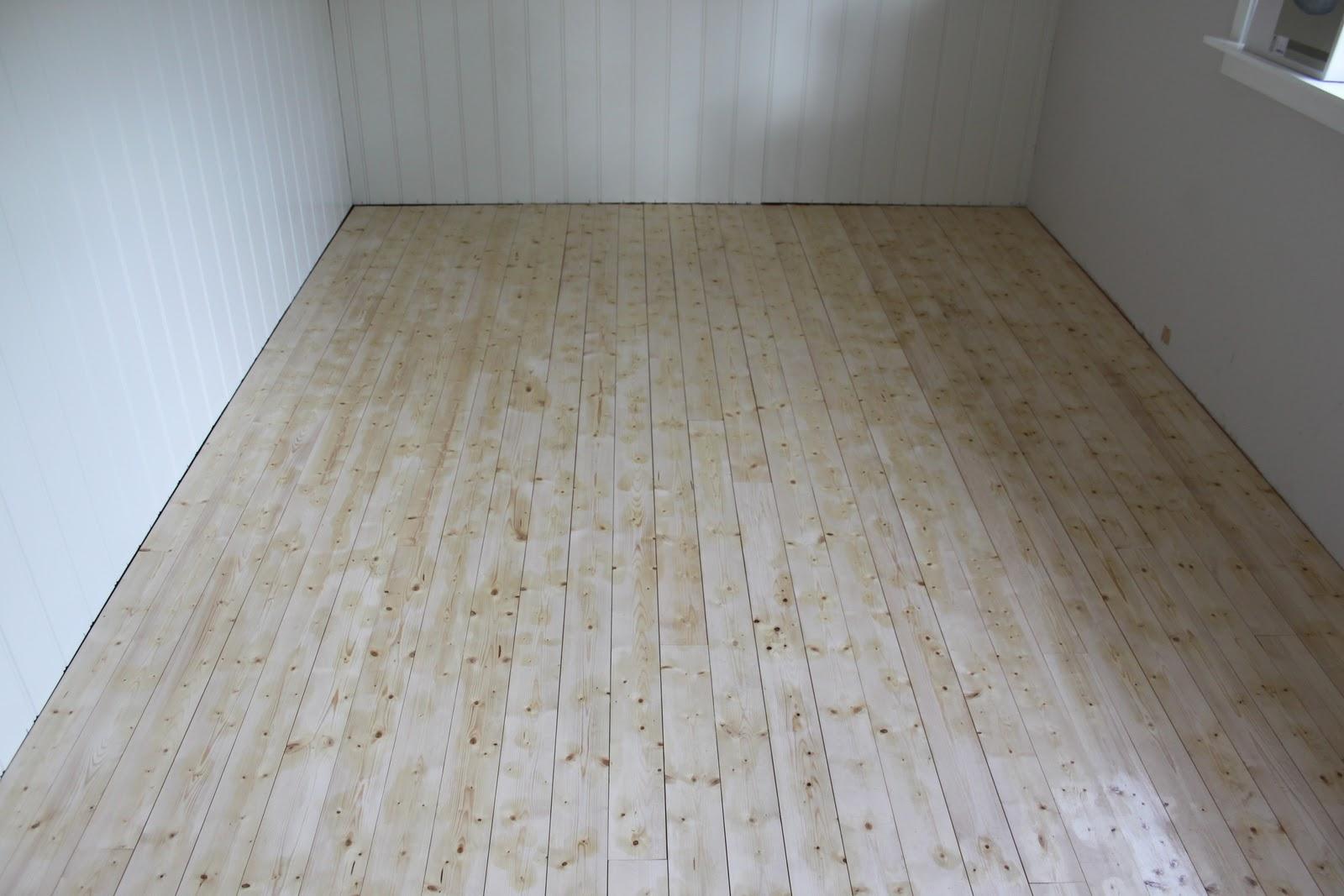 Stue Panel: Med blanke ark : Stripete panel. Hyttelivet p? Gamatun ...