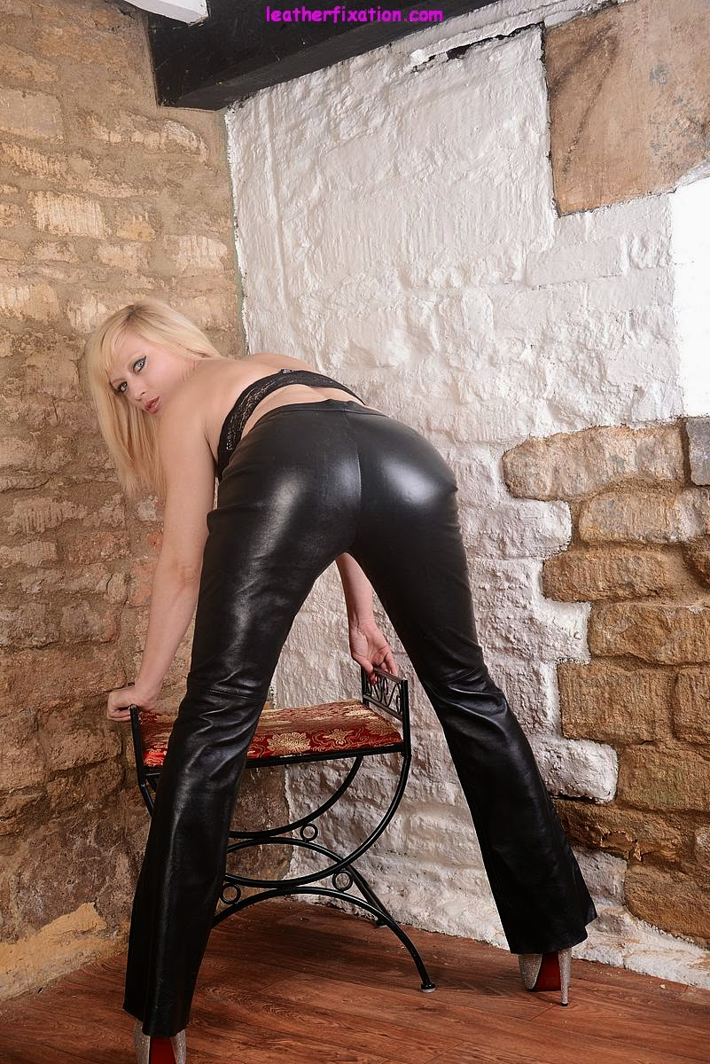 Stretch that Black Leather over your ass as you bend over, yum