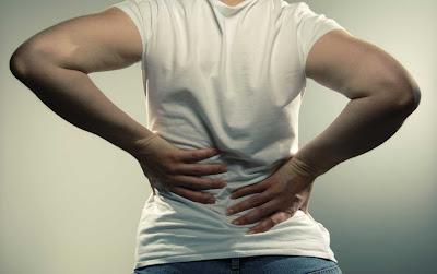 orang menderita sakit punggung selama hidup mereka 5 Cara Cepat Menghentikan Nyeri Punggung