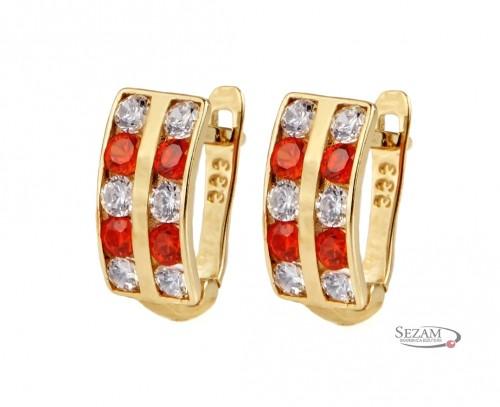 Złote kolczyki ślubne z cyrkoniami.