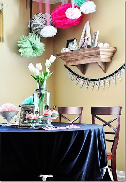Decoracion del comedor con pompones de papel salas y for Decoraciones para comedores