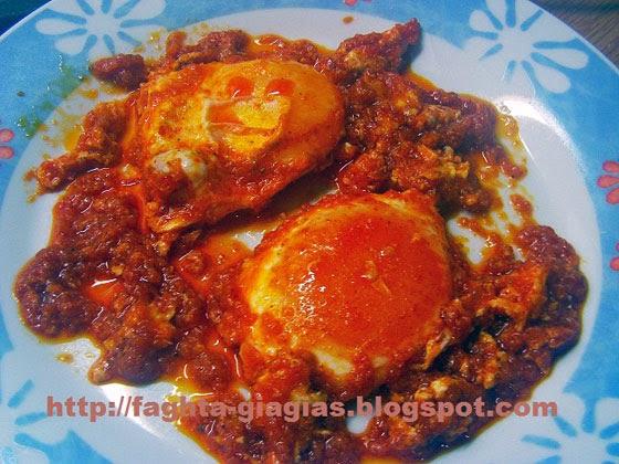 Αυγά τηγανιτά σε σάλτσα ντομάτας - Τα φαγητά της γιαγιάς