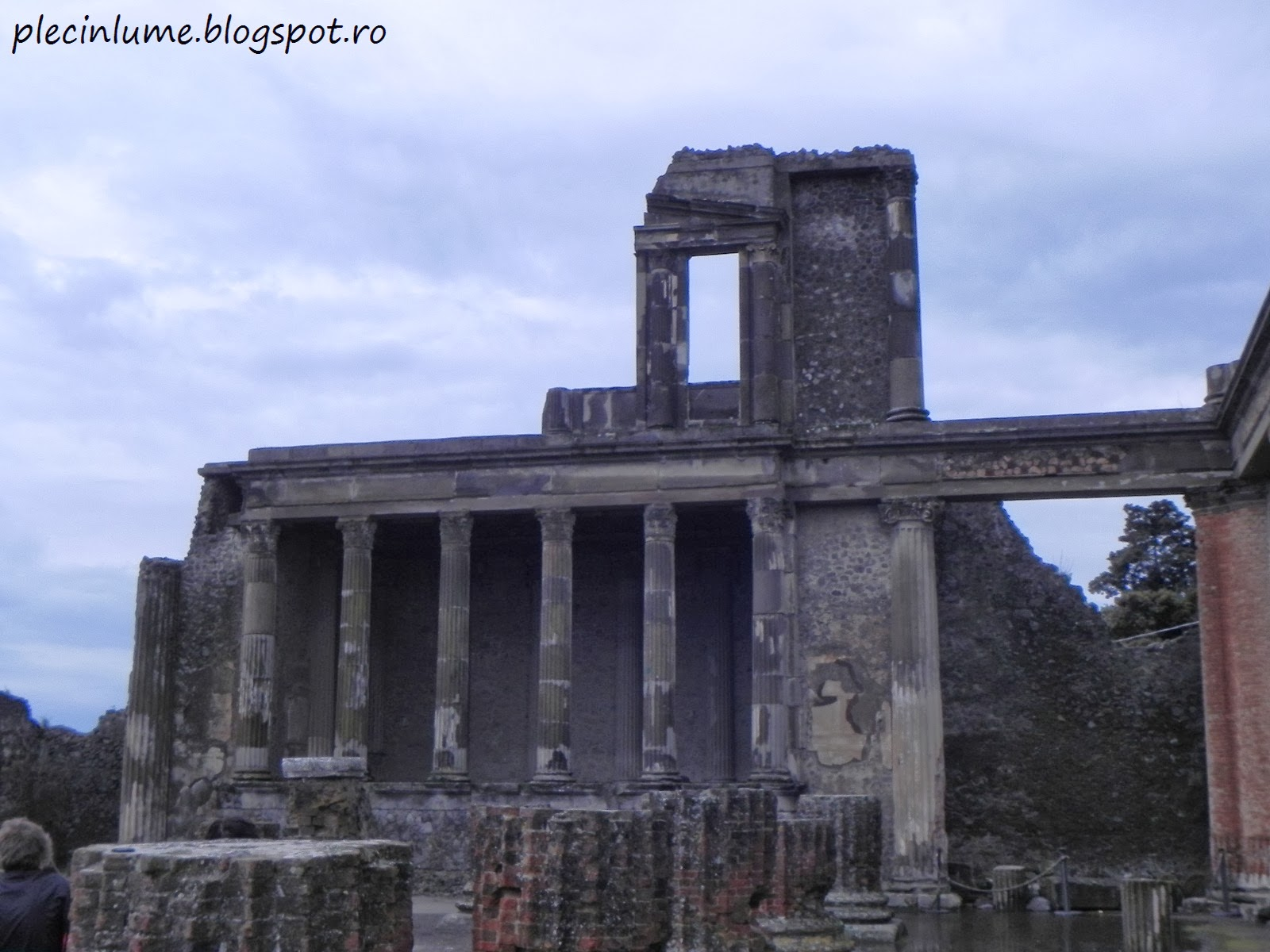 Ramasitele unui templu roman din Pompei