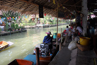 Floating Market at Khlong Lat
