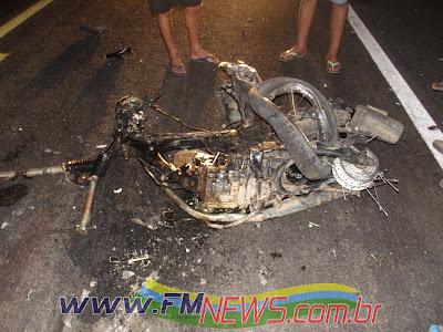 http://4.bp.blogspot.com/-xqywXOLN_cQ/UKmYQAv_VzI/AAAAAAAAH7o/JD2iIRHmDTk/s1600/acidente0003.jpg