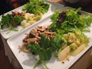 日暮里と南千住の出張シェフ:数種の茸と青菜の温サラダ