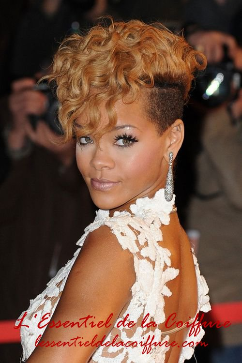 coiffure chignon rihanna. Black Bedroom Furniture Sets. Home Design Ideas