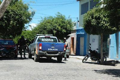 Bandidos assaltam Banco em Ouro Velho e levam funcionaria de refém