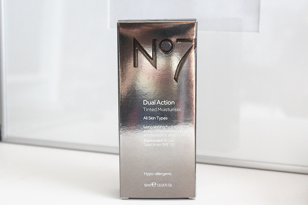 No7 | Dual Action Tinted Moisturiser - Medium