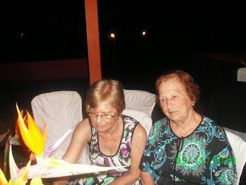 Minha mãe e minha tia no meu niver!