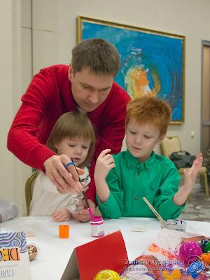 Родители активно помогают детям