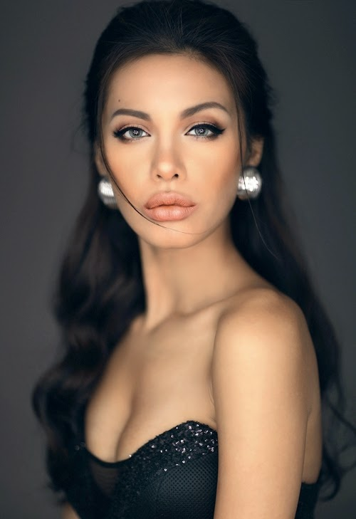 """Another Angeline Jolie"" of Vietnamese"